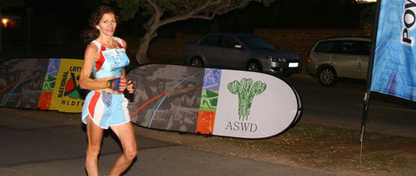 Sandra Steenkamp sets SA Walk Record