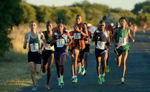 Elroy Gelant on course to the 2012 SA 10km title